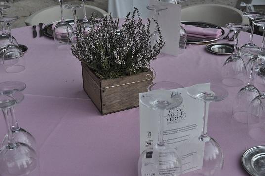 Decoración floral en mesa
